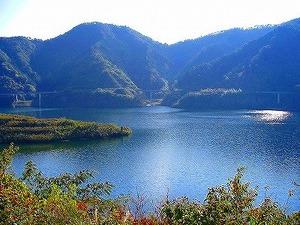 苫田ダム(奥津湖)